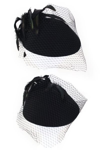 Damen schwarz Wollfilzhut mit schwarzen Federn grünes Netz