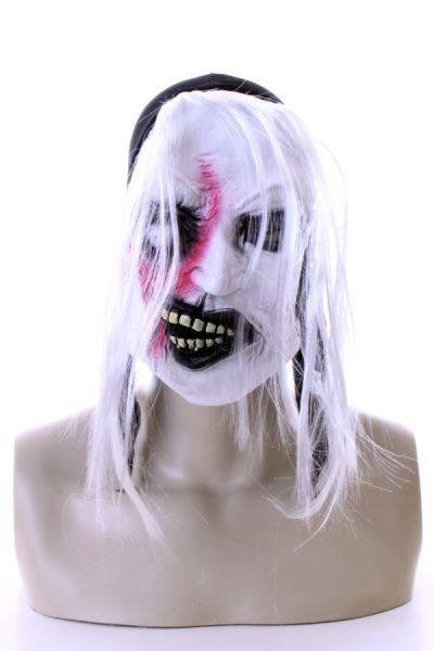 3 weiße Horrormasken mit Haaren und Blut